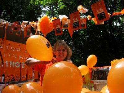 Linda on balloon duty